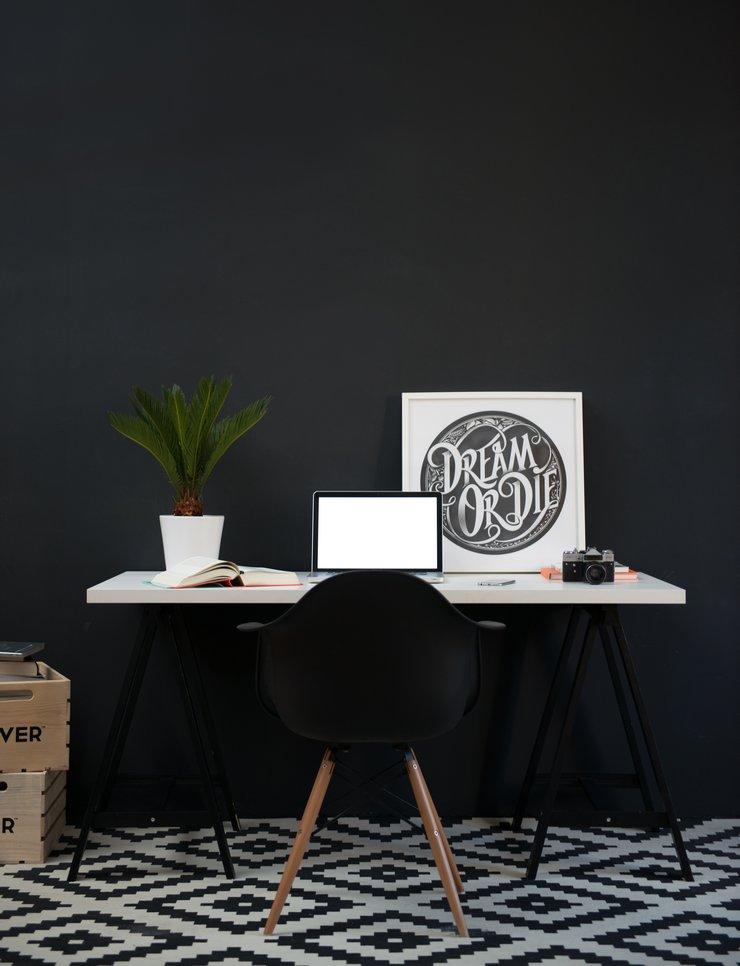 desk-scene-laptop