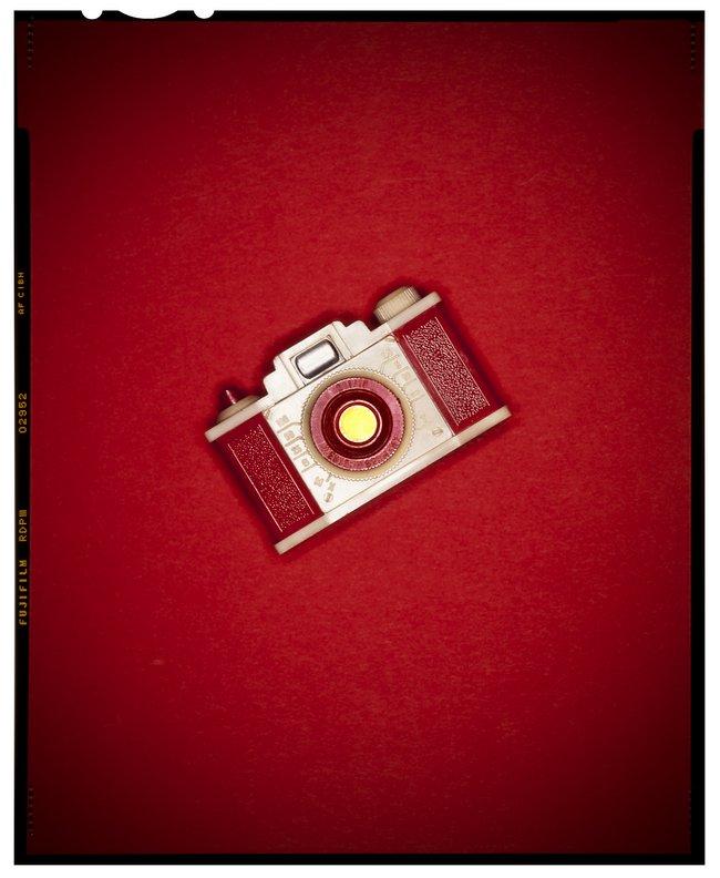 red-camera-vintage